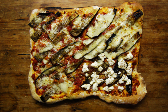 Pizza Aubergine + Pecorin