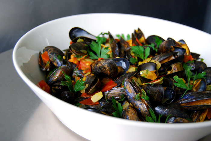 Saffron Bouchot Mussels with Tomatoes, Garlic and Parsley ...