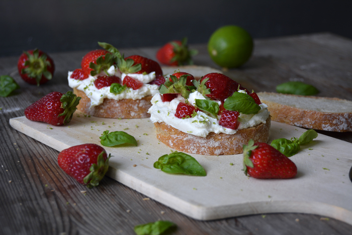 Strawberry and Lime Chèvre Sandwich