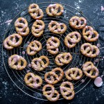 Mulled Wine Pretzel Cookies